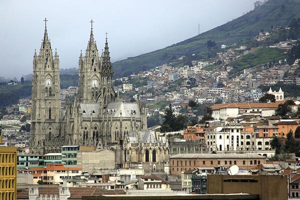La Basilica del Voto Nacional em Quito, Equador. Arquitetura Neo-Gotica. No Centro Historico, da Cidade Antiga. Quito é um Patrimonio Cultural da UNESCO.
