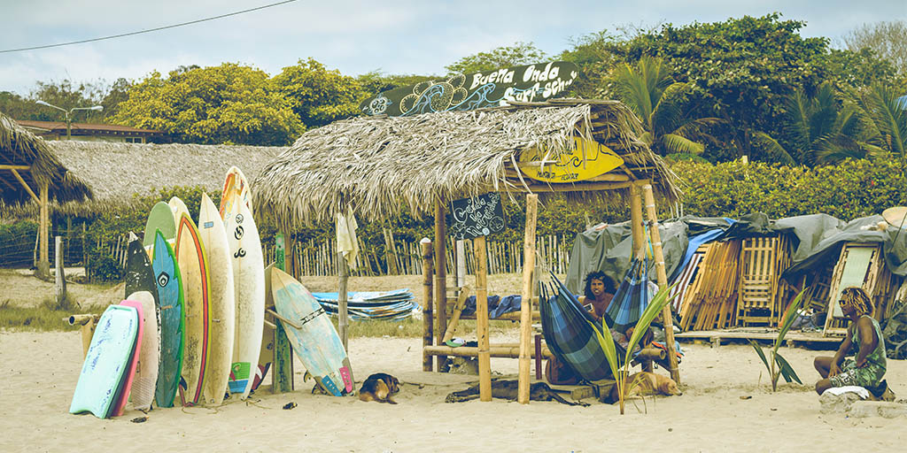 surf shack in montañita